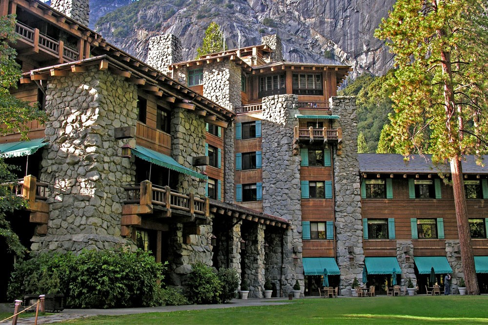 Yosemite national park awahnee hotel ahwahnee hotel for Cabins in yosemite valley